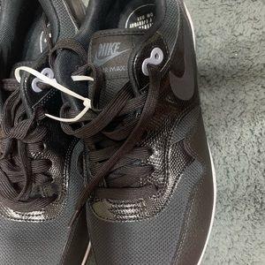 Nike Shoes - Nike AirMax 1
